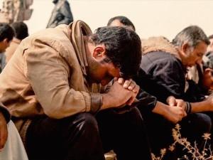 syrianrefugeepraying_si