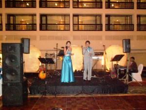 Nigel & Shannen Nalliah singing at wedding